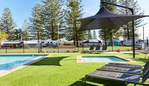Resort style swimming pool and spa at NRMA Port Macquarie Breakwall Holiday Park