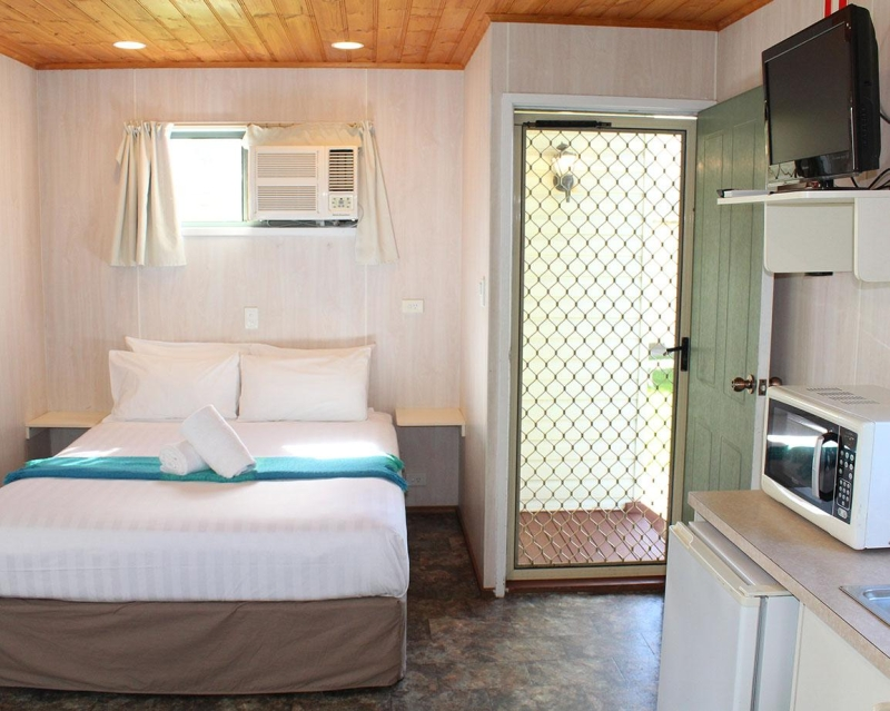 Budget Family Cabin - Bedroom